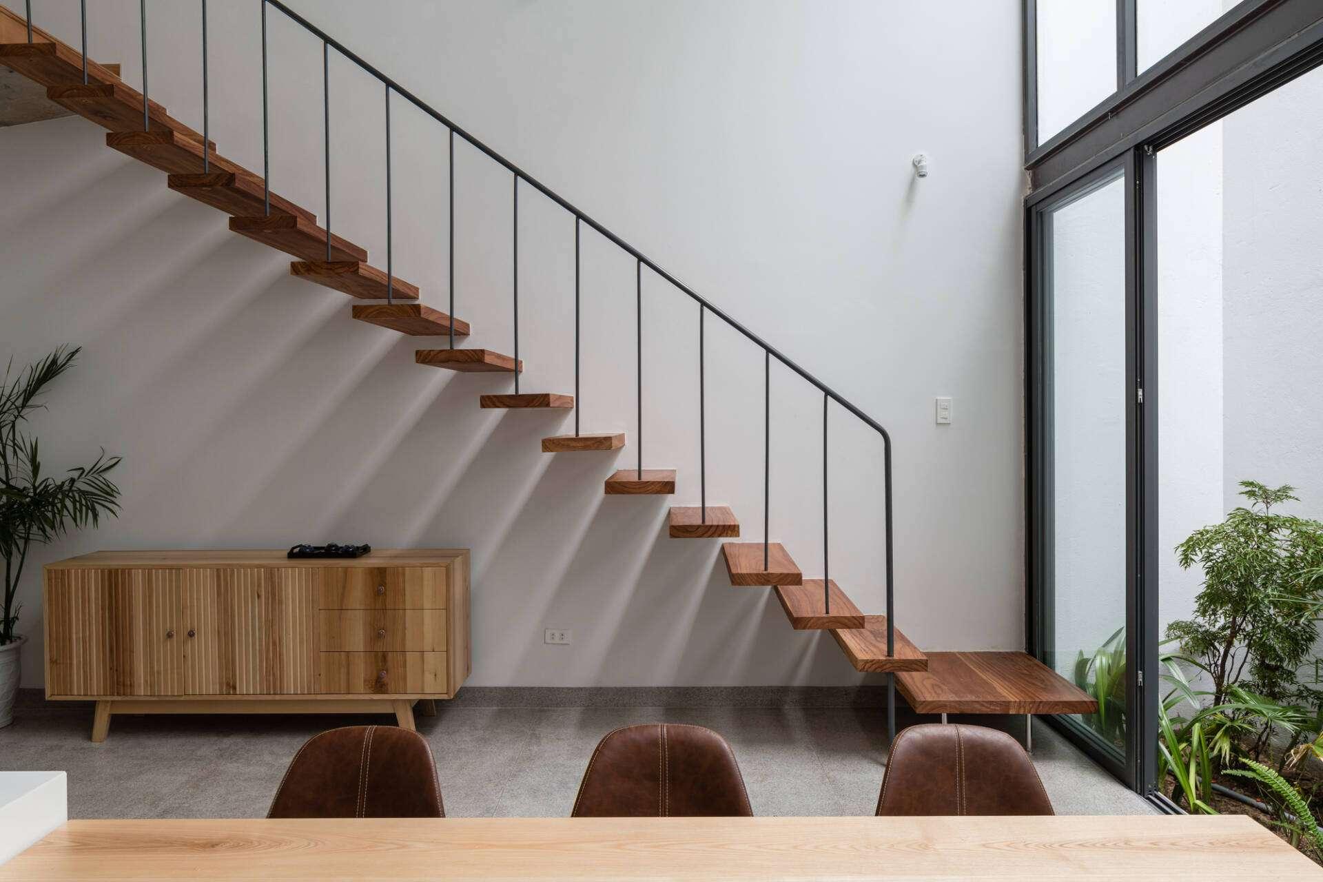 Cầu thang sắt hộp đơn giản