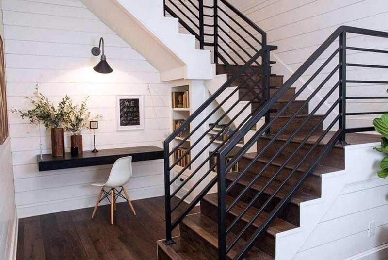 Cầu thang sắt hộp đơn giản dễ lau chùi