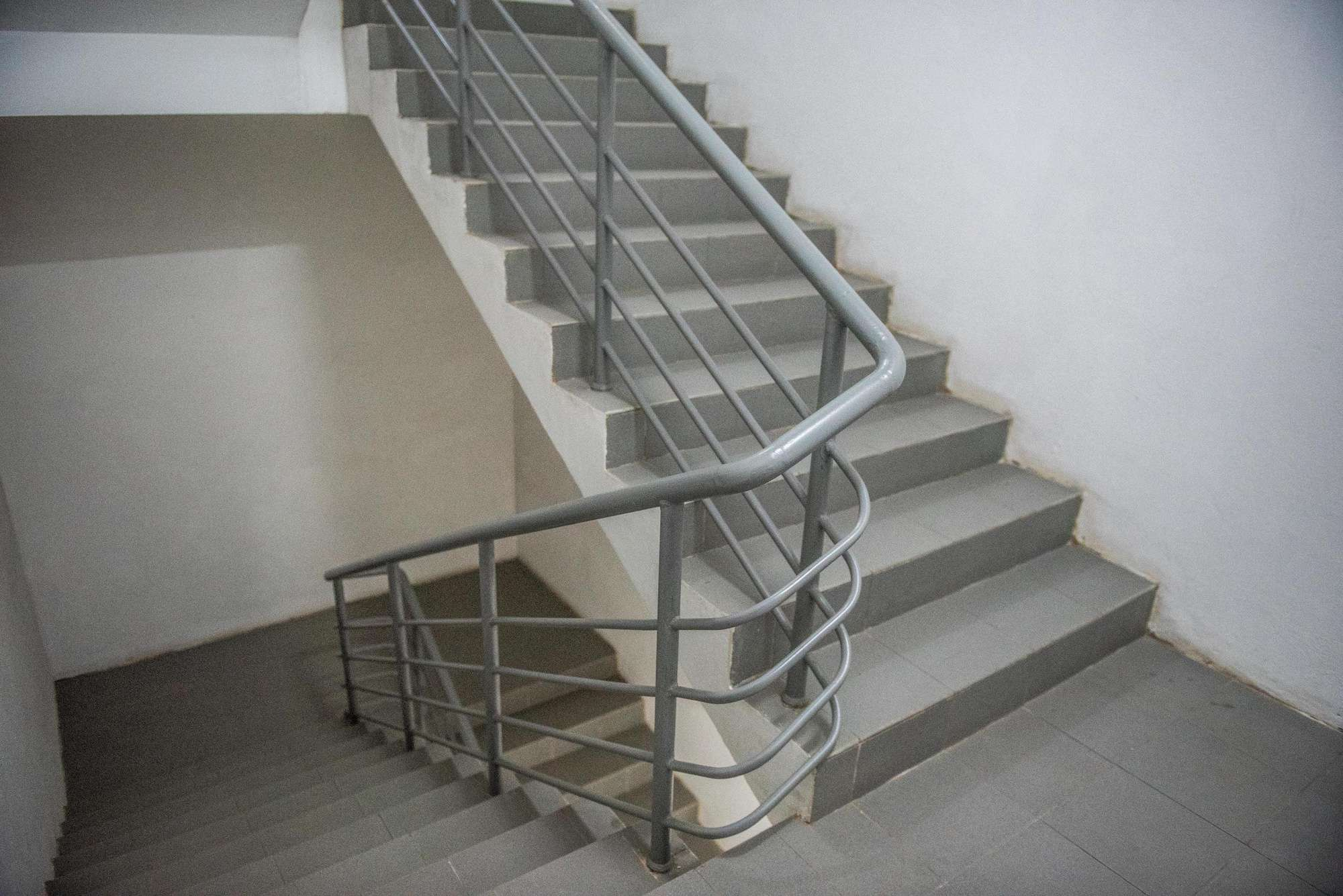 Cầu thang sắt thoát hiểm cầu thang bộ