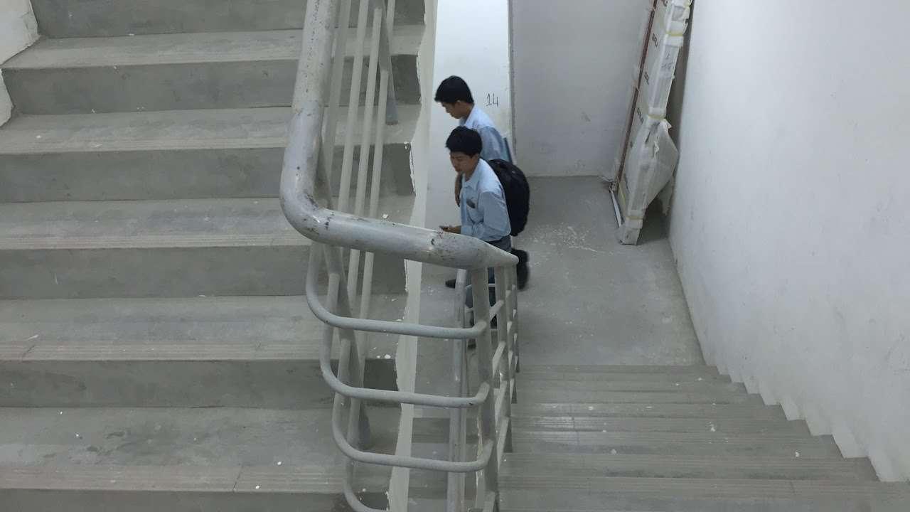 Cầu thang sắt thoát hiểm