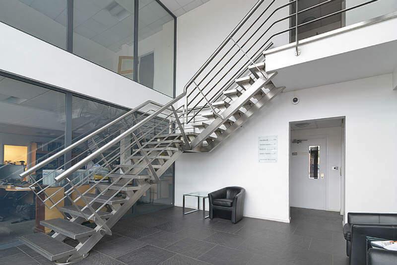 Cầu thang thép là gì? Có những loại cầu thang thép nào?