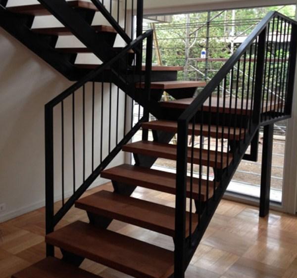 Cầu thang thép là gì