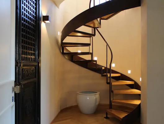 Cầu thang thép xoắn ốc kết hợp gỗ